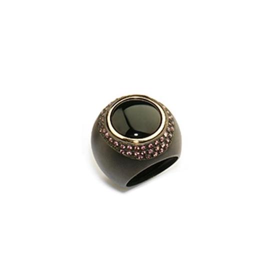 Sortija Pesavento con ónix negro rodeado de piedras rosas