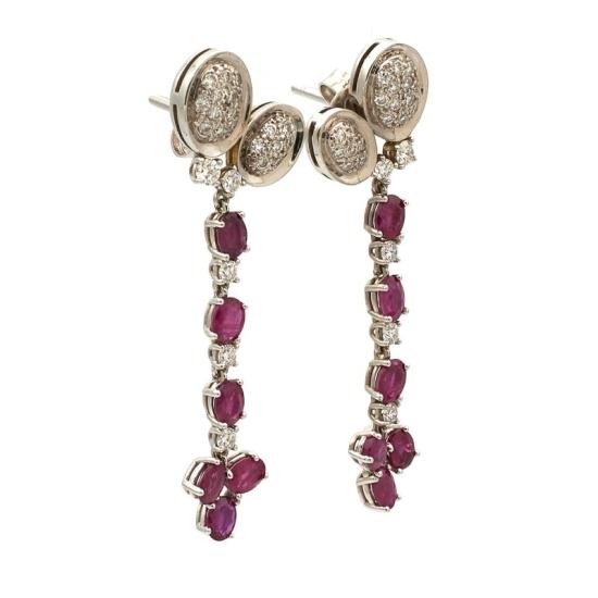 Pendientes largos de oro blanco con rubíes y diamantes - 0888